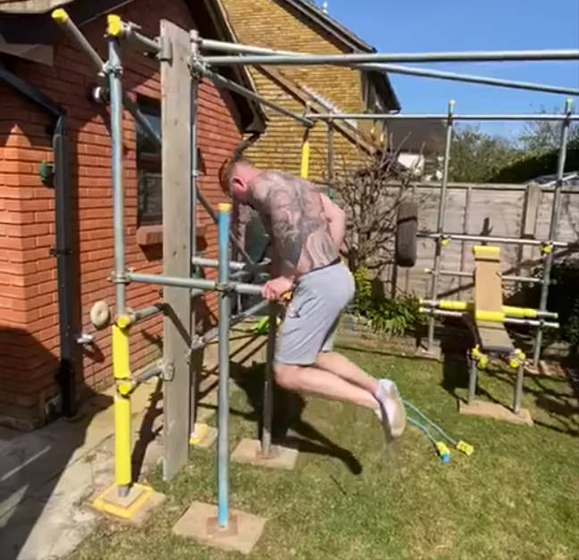 Scaffolder Builds Gym In Man's Garden So He Can Keep Exercising During Lockdown